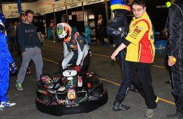 Max Wissel beim Wechsel in das Kart (Foto: Dirk Fulko - motorsport-xl.de)