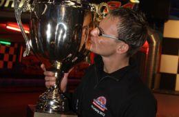 Laps-Teamchef Andy Koppka mit dem Siegerpokal (Foto: Dirk Fulko)